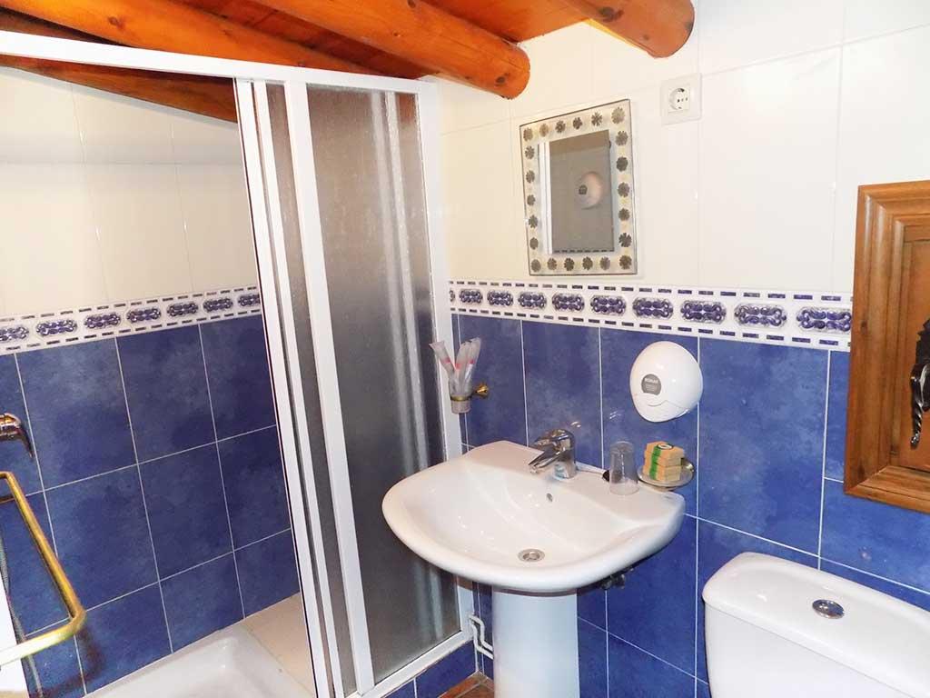 casa rural cuenca la alqueria del hoyo 1 lavabo baño