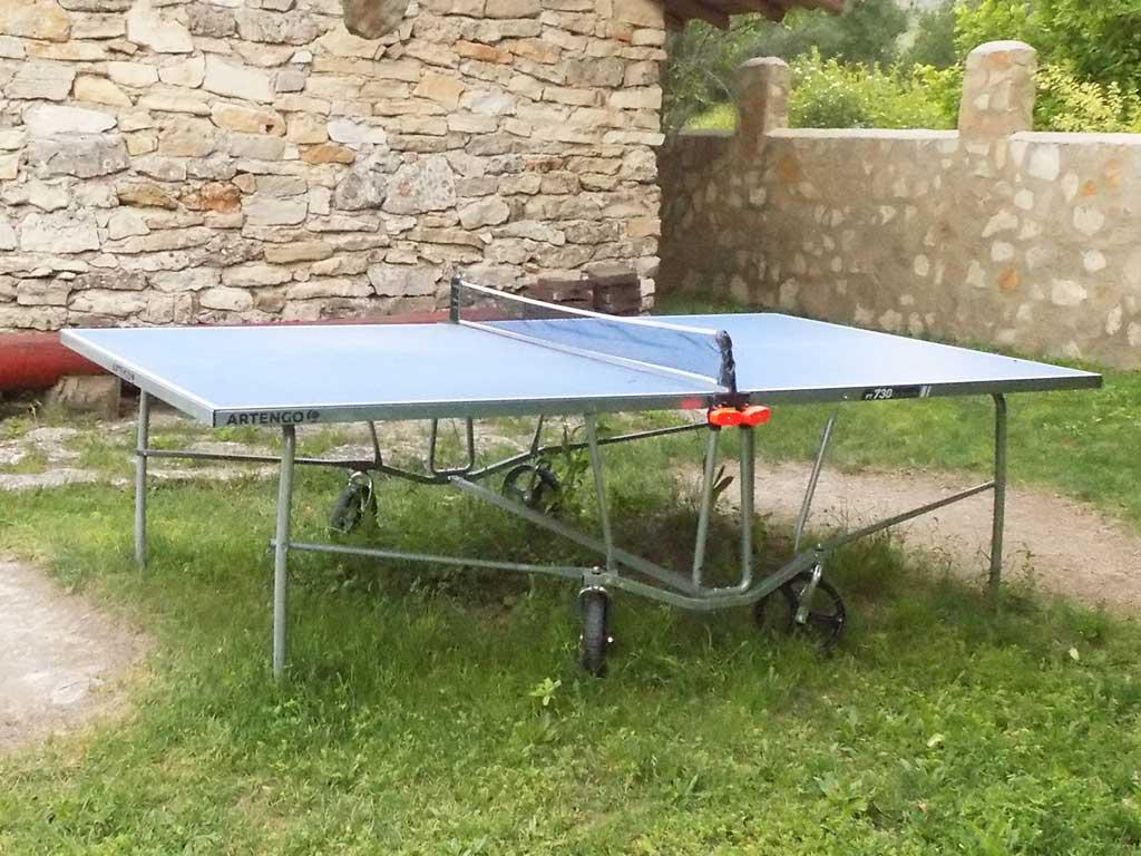 Mesa de Pin Pon situada en el jardín común de Casas Rurales El Tobar